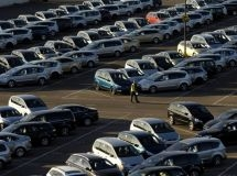Imports of cars in the 1st quarter fell by 15%
