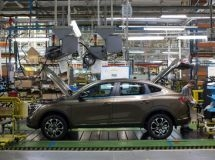 Renault plant in Moscow resumes operation after summer break